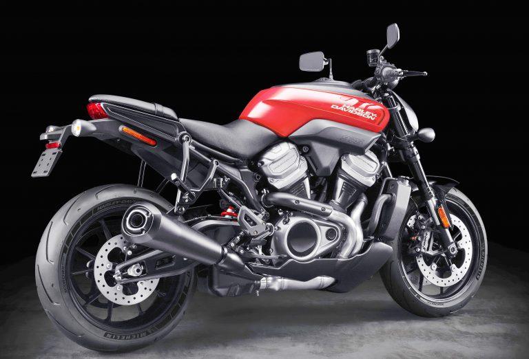 Harley-Davidson lança moto Trail e Naked com V2 de refrigeração líquida em Milão